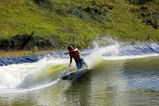 Bobby Martinez - kuenstliche welle wavegarden